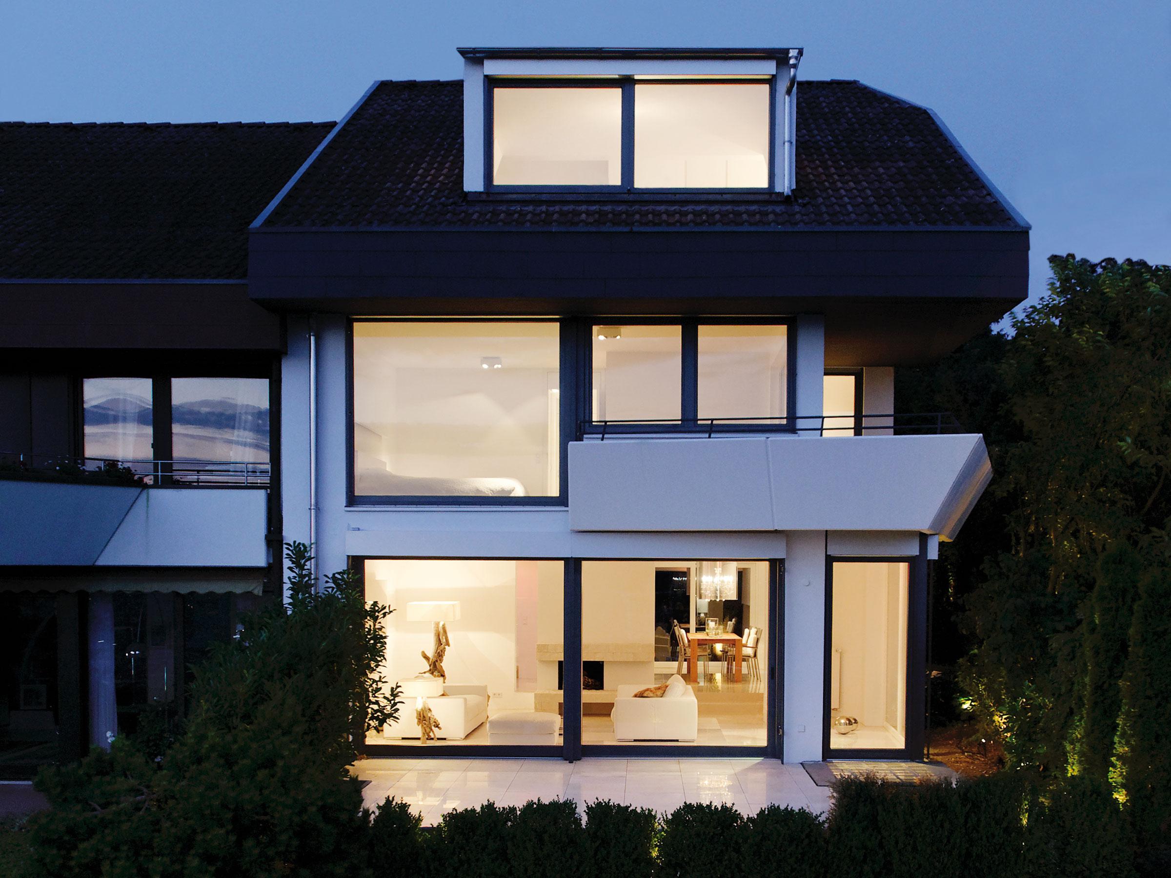 Wohnhaus AM Aussenfassade nachts