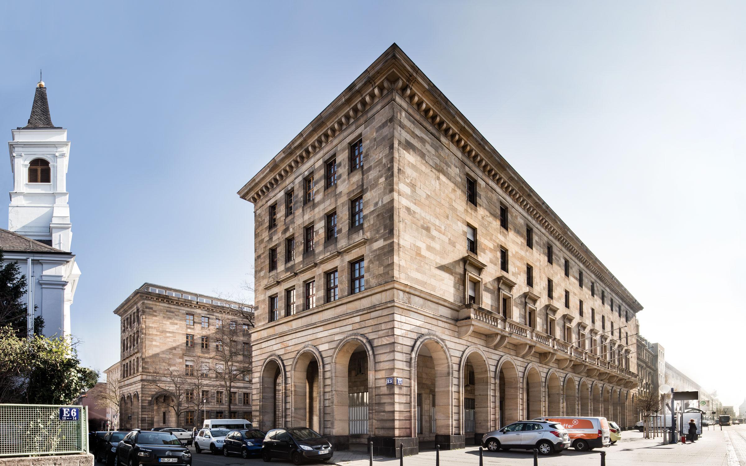 Rathaus E5 Mannheim, Gesamtaufnahme