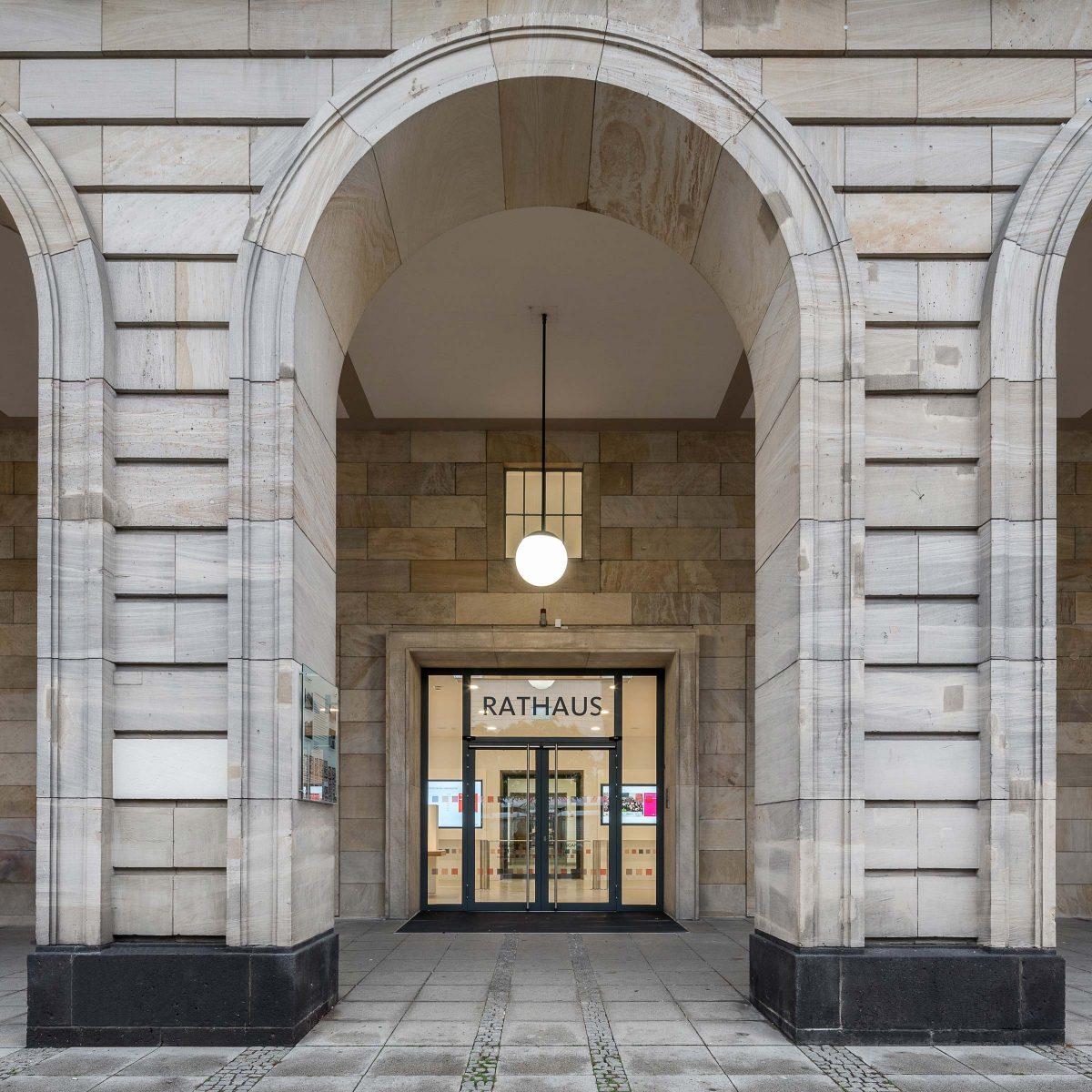 Rathaus E5 Mannheim, Außenfassade