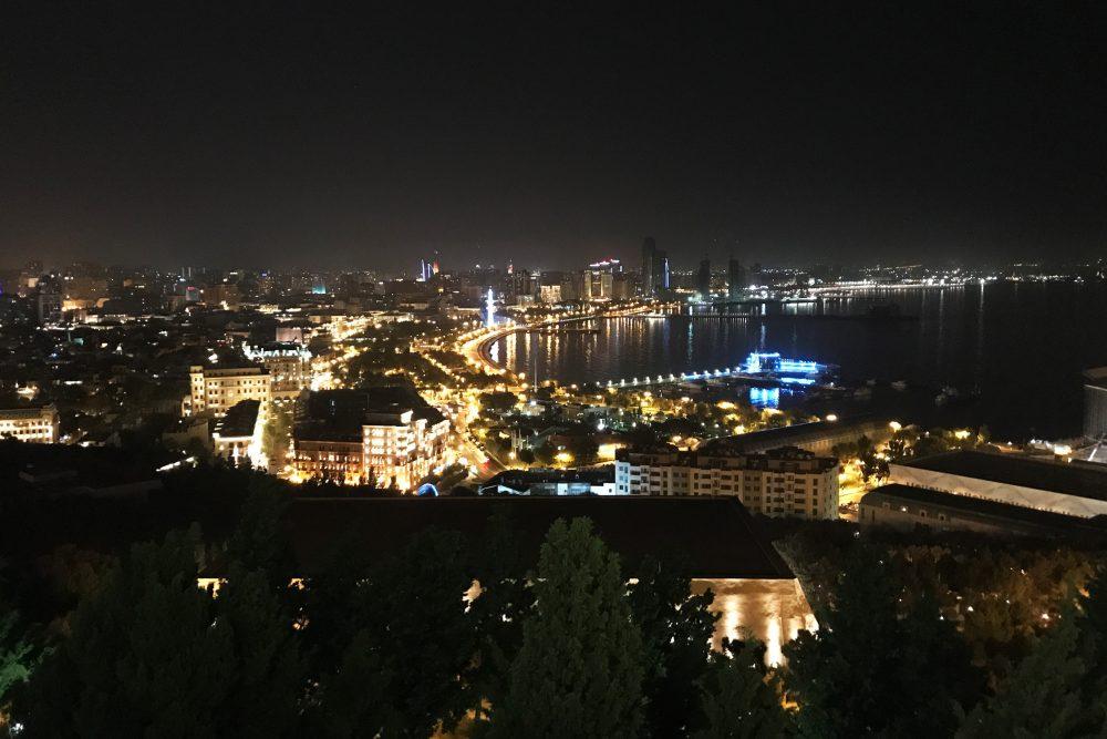 Heinze Summit Baku, Nachtaufnahme