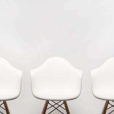 Team, drei Stühle